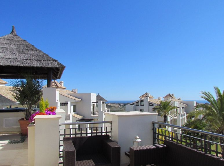 Located on the New Golden Mile between San Pedro Alcántara and Estepona
