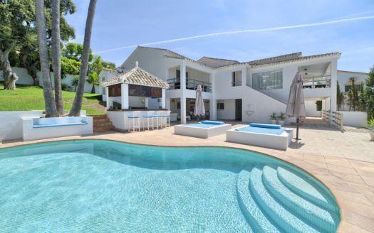 Lifestyle and properties in El Rosario