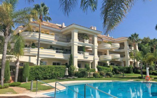 ARFA1271 - Elegant apartment in luxury development for sale with sea views in Altos Reales Marbella Golden Mile