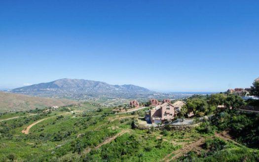 12 plots for sale for villas in La Mairena in Marbella