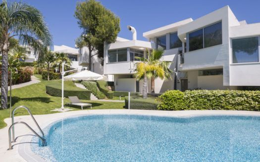 ARFTH069 - Exlusive Townhouses for sale in Sierra Blanca in Marbella in top location with sea views