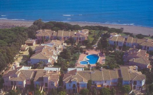 ARFTH079 - Townhouse for sale in Costalita in Estepona right on the beach