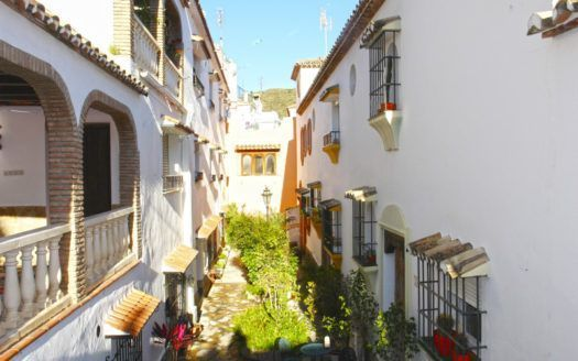 ARFTH104 - Furnished town house for sale in Benahavis Center