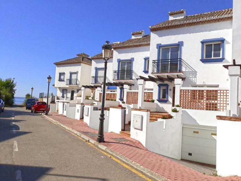 ARFTH136 - Townhouses beachside for sale in Estepona