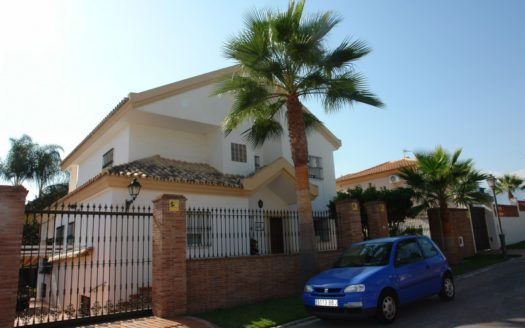 ARFV1900 - Classic style Villa for sale in beach urbanisation in Las Chapas Playa