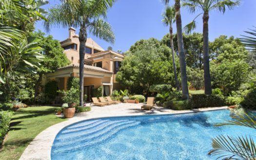 ARFV1916-189 - Classical Villa for sale on the Golden Mile in Marbella