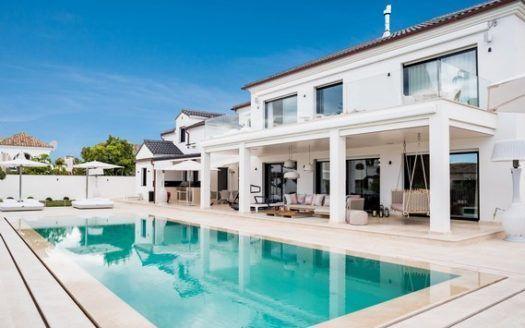 ARFV1999 - Villa for sale in beachfront urbanisation on the Golden Mile in Marbella