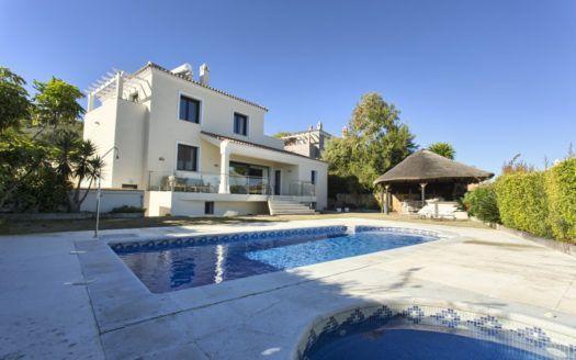 ARFV2004-221 - Villa with sea views for sale by Manilva