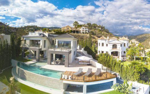 ARFV2026 - Unique Villa with amazing sea views  for sale in La Quinta in Benahavis