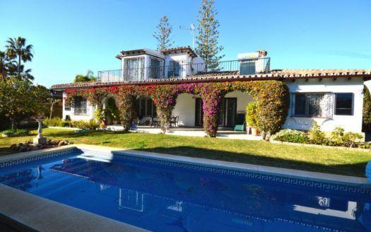 ARFV2060 - Classic Andalusian villa for sale in Marbella in Beach Urbanisation