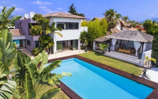ARFV2079 - Stunning Villa beachside for sale near Costalita in Estepona