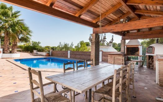 ARFV2085 - Stylish Villa with guest apartment for sale in El Paraiso in Estepona
