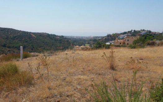 4 Building plots for villas in Lomas de la Quinta in Benahavis for sale