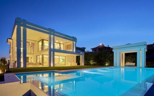 ARFV2092 - Beautiful residence frontline golf in Los Flamingos in Benahavis for sale