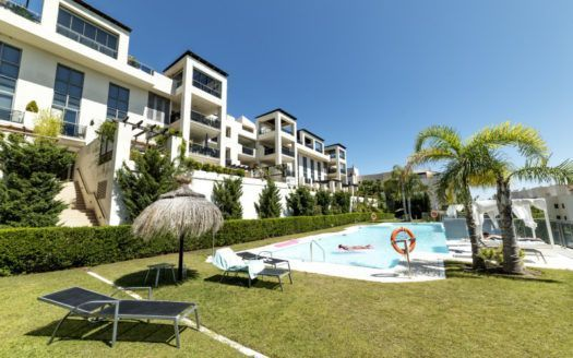 ARFA1357 - Furnished penthouse on one level in Los Flamingos near Benahavis