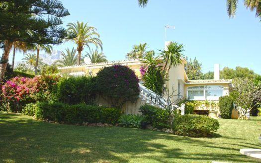 Elegant villa for sale in Rocio de Nagueles in Marbella