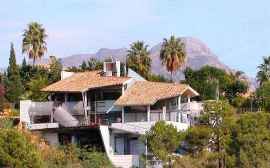 ARFV1261 - Excentric Villa for sale in La Quinta in Benahavis with marvellous sea views