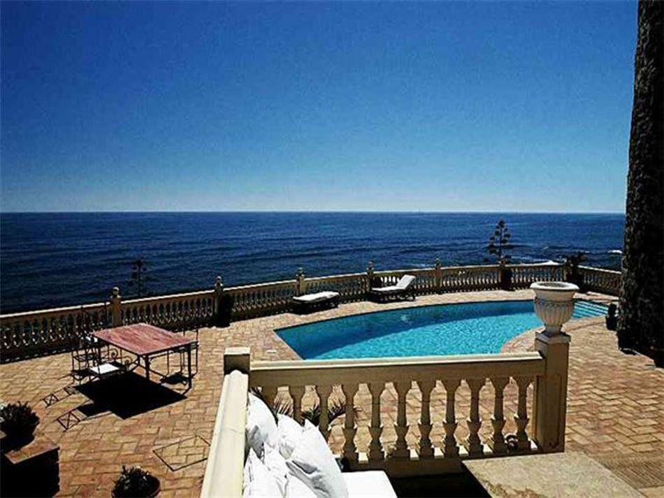 ARFV1312 - Villa in frontline beach for sale in Calahonda in Mijas Costa