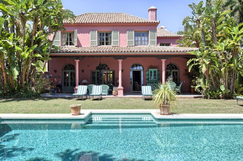 ARFV1673-323 - Classical Style Villa for sale in Hacienda Las Chapas in Marbella