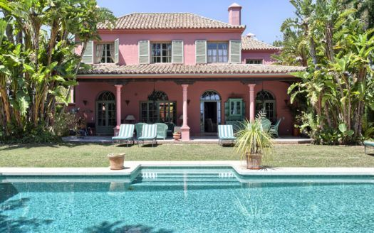 ARFV1673-323 - Classical Style Villa for sale in Hacienda Las Chapas in Marbella