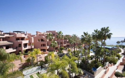 ARFA1077 - Apartments for sale in beach location in Estepona