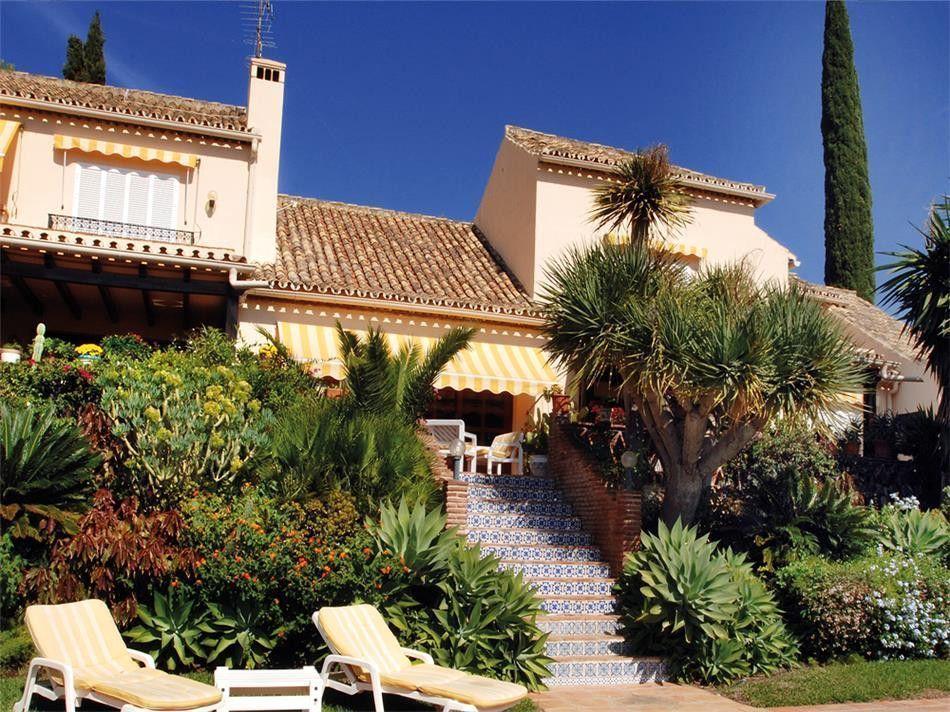 ARFV1639 - Large Villa for sale in El Paraiso Alto in Benahavis