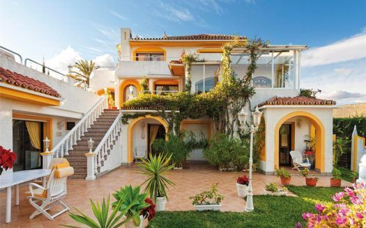 ARFV1656 - Family Villa for sale Nueva Andalucia