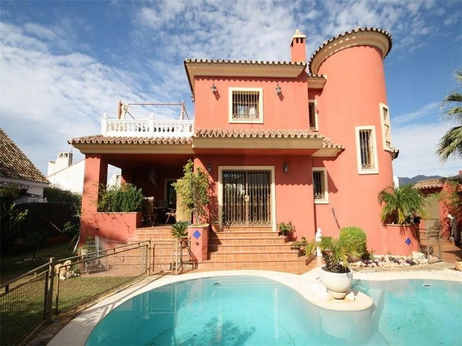 ARFV1700 - Rustic villa for sale  in beach location in Las Chapas El Rosario in Marbella