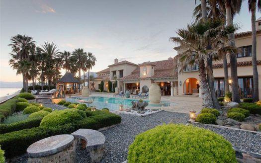 ARFV1709 - Prestigious luxury villa for sale in first beach line in Los Monteros Playa in Marbella