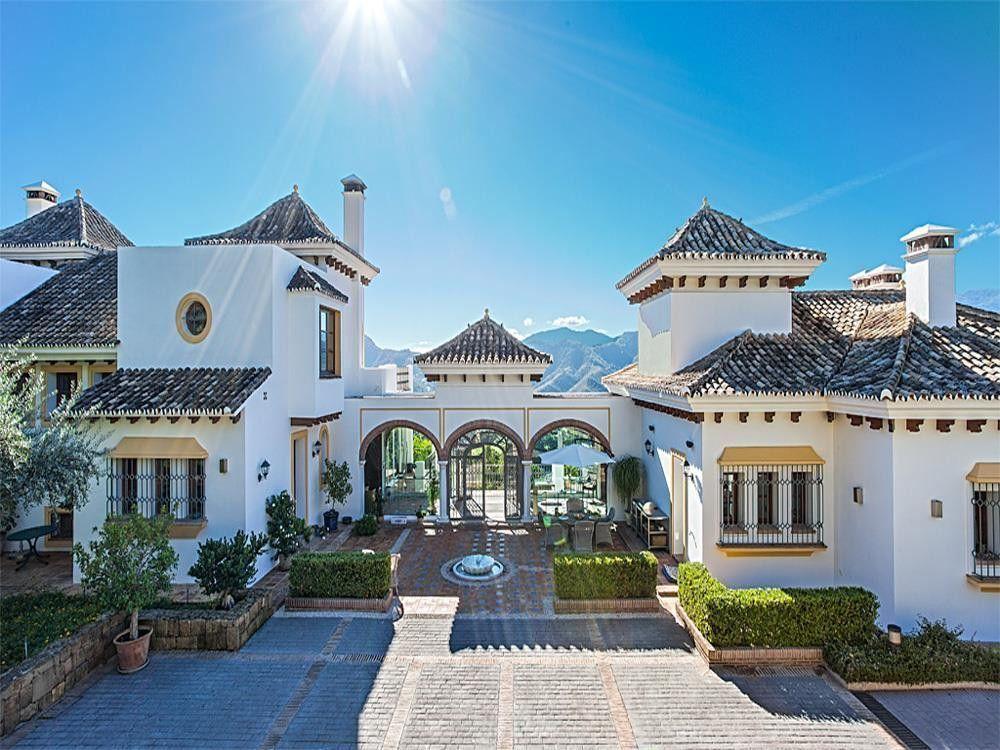 ARFV1716 - Amazing Villa in La Zagaleta for sale
