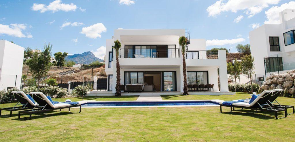 ARFV2062 - Contemporary villas for sale in Nueva Andalucia in Marbella