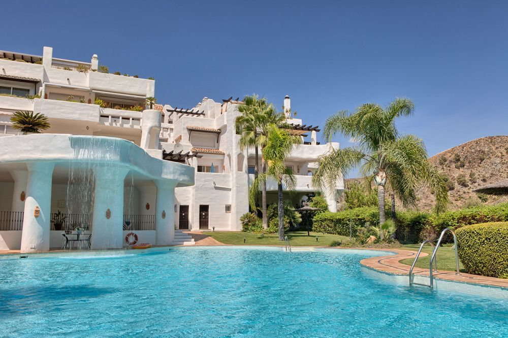 ARFA1107-121 - Corner-Penthouse for sale with sea views in Lomas de La Quinta in Benahavis