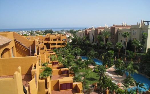 ARFA878 - Elegant Penthouse for sale in Los Flamingos in Estepona with roof terrace in best Golf location!