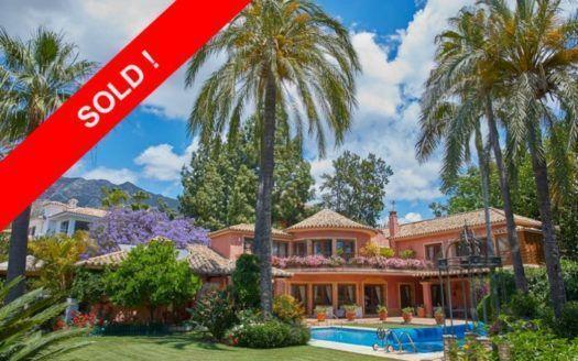 ARFV1882 - Elegant villa for sale in Nagueles in Marbella