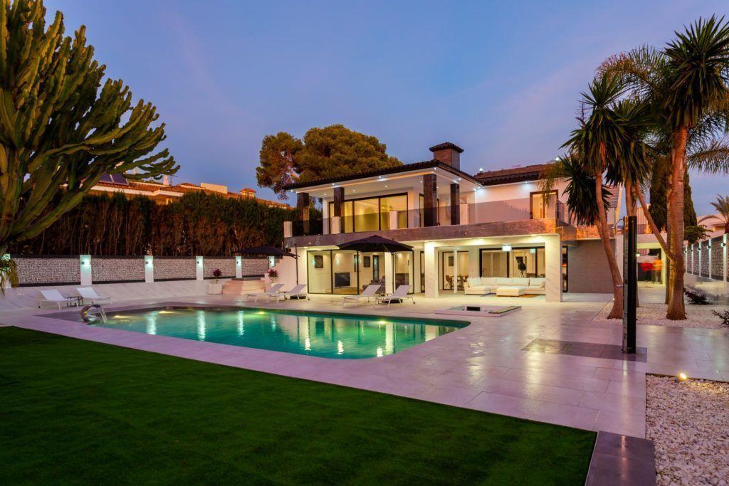 ARFV2050 - Fantastic villa for sale in Los Monteros Playa Marbella