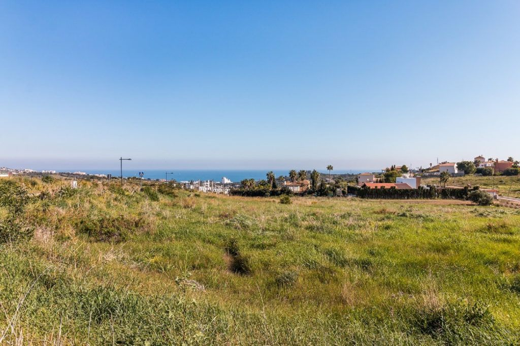 Build your dream villa in Valle Romano Golf in Estepona with panoramic views of the Mediterranean Sea