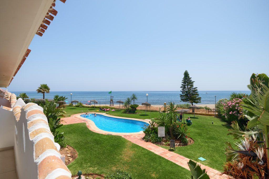 ARFA1366-306 -   Renovated beach apartment near Calahonda for sale