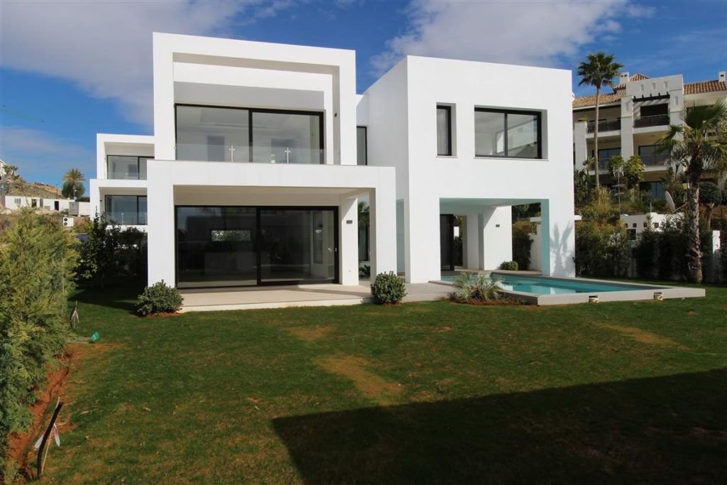 ARFV1624 - Modern villa for sale in El Paraiso Alto in Benahavis