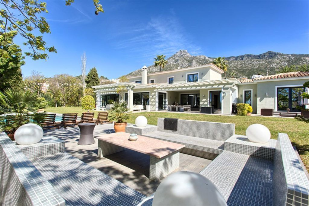 ARFV1902 - Luxury villa for sale in top location on the Golden Mile in Marbella Hill Club