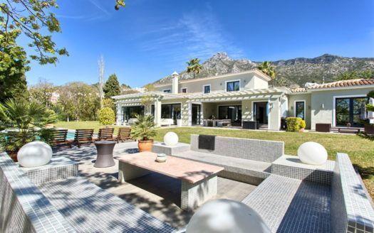 ARFV1902 - Luxury villa for sale in top location on the Golden Mile in Marbella Hill Club