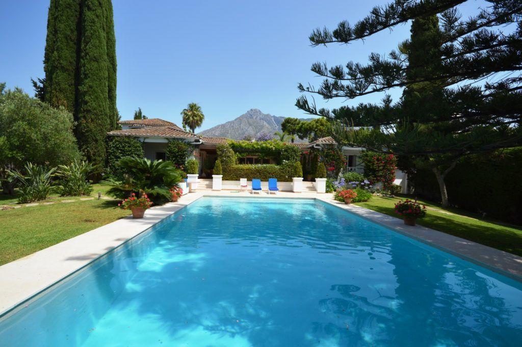 ARFV2041 - Andalusian villa for sale on the Golden Mile in Marbella
