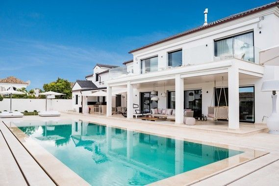 ARFV1999 - Villa for sale in beachfront urbanisation on the Golden Mile in Marbella