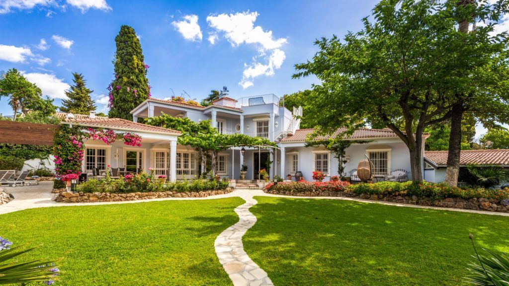 STOP – Villa for sale on the Golden Mile in Marbella