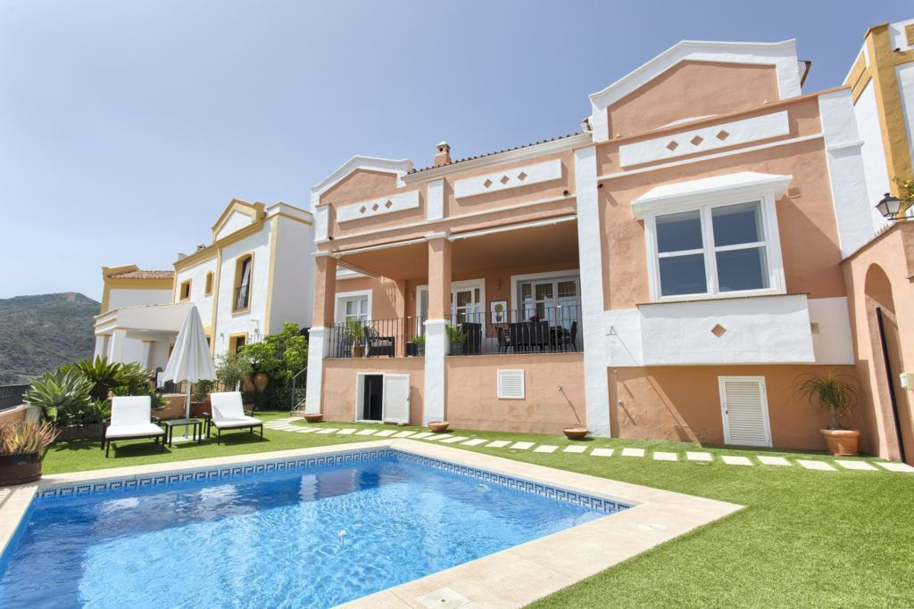 ARFTH139-239 - Unique townhouse with private pool and sea views for sale in Benahavis