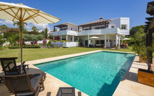 ARFV2005 - BEAUTIFUL FAMILY VILLA FOR SALE IN BAHIA DE MARBELLA IN MARBELLA