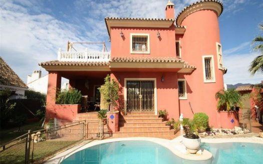 ARFV1700 - Rustic villa for sale  in beach location in Las Chapas El Rosario in Marbella