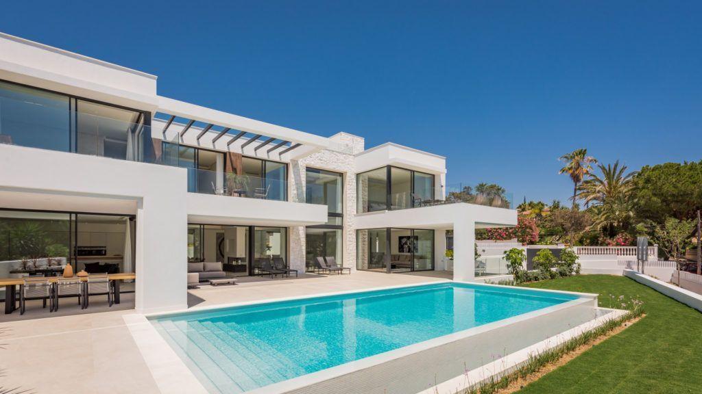 ARFV2105 - Modern luxury villa for sale in beach location in Marbesa in Marbella