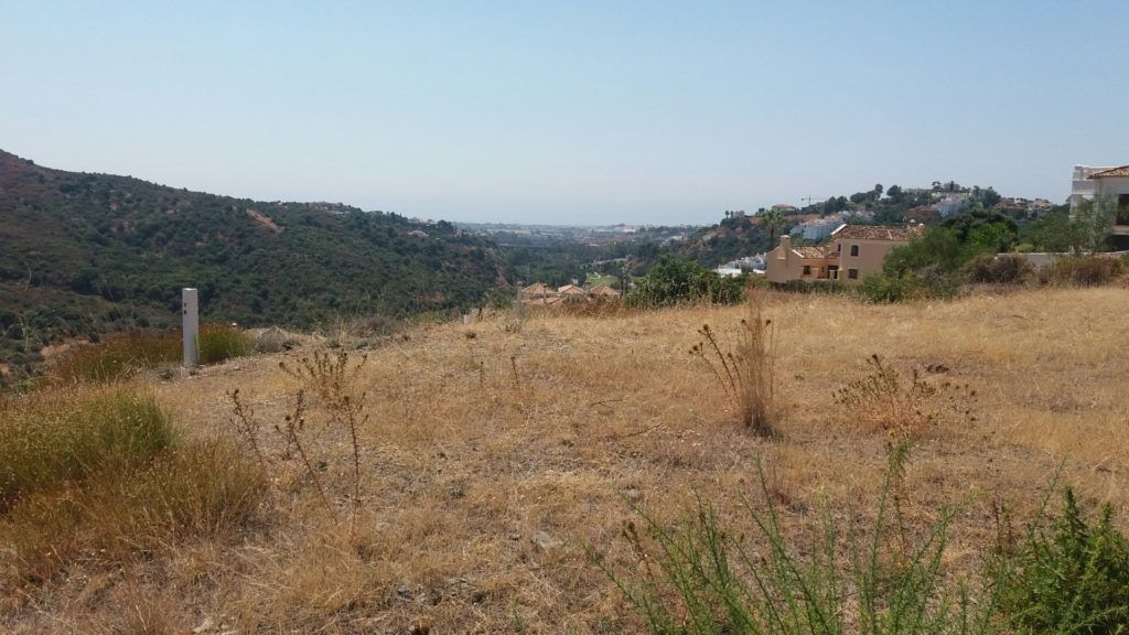 2 Building plots for villas in Lomas de la Quinta in Benahavis for sale