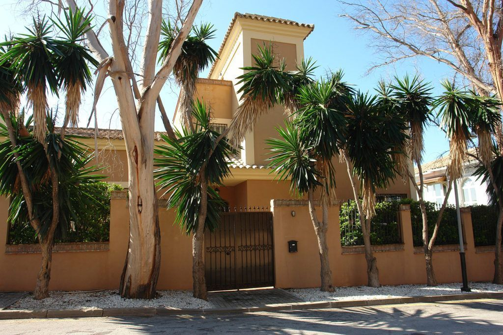 ARFV1930 - Lovely Beach villa for sale in Real Zaragoza in Elviria Marbella