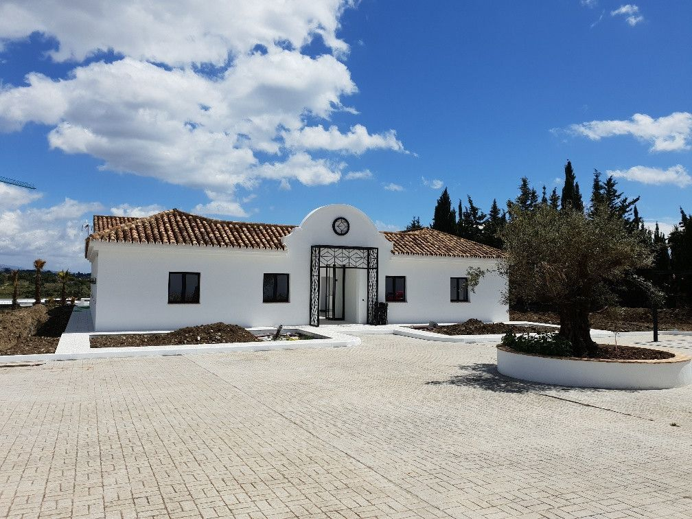 ARFV2093 - Villa for sale in Cancelada in Estepona